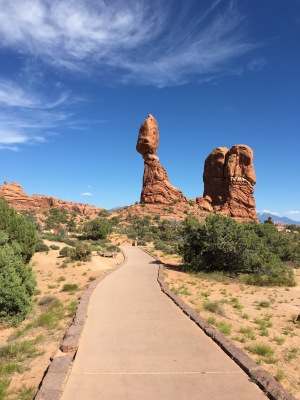 Balanced Rock - Arches National Park Auto Tour | Photo: Tom Tash/Chimani